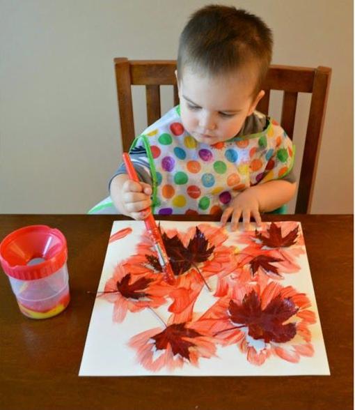 4 actividades sensoriales de otoño para niños pequeños basadas en la ...